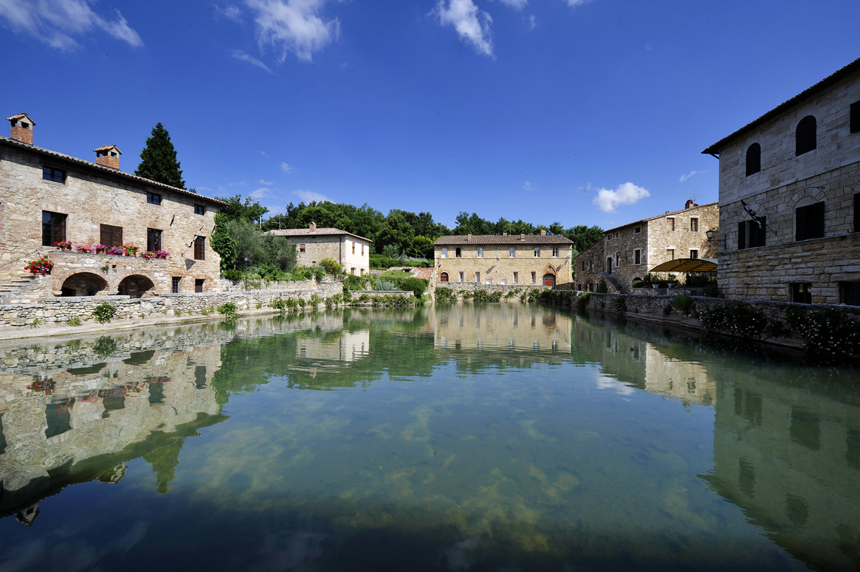 Tour in toscana in val d orcia visita a pienza montalcino e montepulciano - Il loggiato bagno vignoni ...